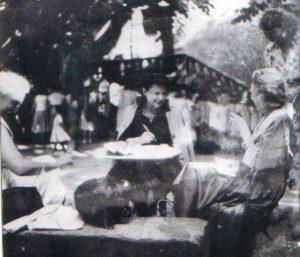 Jeanne Ramel Cals et ses amis Place de la Bride à Cordes sur Ciel